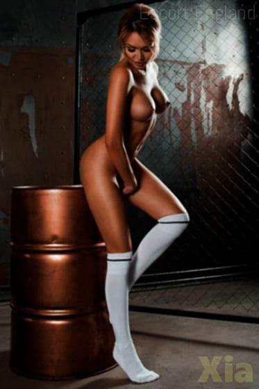 English, 33 years old Xia escort girl in England - Image 3